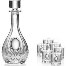 Komplet karafka z kieliszkami wykonana z ręcznie tłoczonego szkła ze srebrnym emblematem, stanowi doskonały prezent na wiele okazji. #urodziny #rocznica #na_nowe_mieszkanie