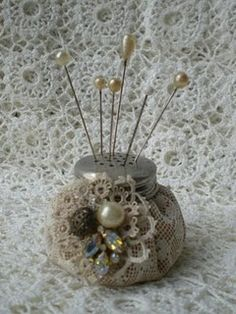 pin cushion or display for hat pins salt shaker top doily 'sack'. Sewing Hacks, Sewing Crafts, Sewing Projects, Craft Projects, Look Vintage, Vintage Pins, Vintage Buttons, Vintage Crafts, Vintage Sewing