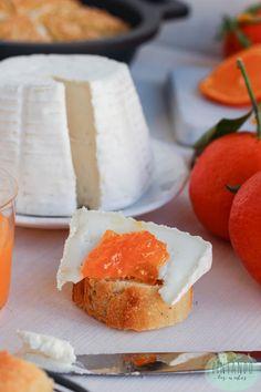 Tosta de queso y mermelada de naranja