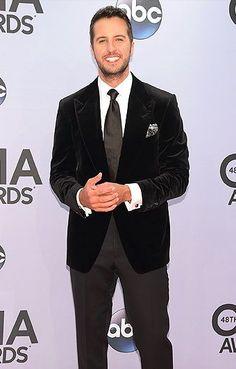 Luke Bryan attends the annual CMA Awards at the Bridgestone Arena in Nashville, TN, on Nov. Country Music Awards, Country Music Singers, Country Men, Country Girls, Luke Bryan Funny, Musica Country, Bae, Entertainer Of The Year, Cma Awards