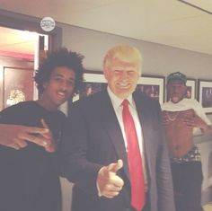 LOL! Trump photobombed! He's such an irrelevant douche-nozzle!