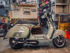 Custom Vespa, Italian Beauty, Vespa Scooters, Cafe Racers, Racing, Motorcycle, Free, Vintage, Vespas