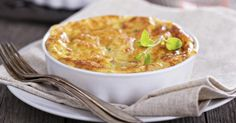 We present healthy and simple cheese omelette recipes to make your dinner-table cuisine a pure taste delight. Get the easiest recipes for various culures. Egg And Cheese Casserole, Cheesy Hashbrown Casserole, Cheesy Hashbrowns, Cheese Bake Recipes, Cheese Omelette, Low Sugar Diet, Cheese Souffle, Recipe Collection, Italian Recipes