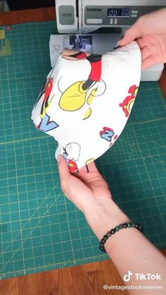 Sewing Hacks, Sewing Tutorials, Sewing Projects, Sewing Lessons, Sewing Ideas, Sewing Crafts, Diy Kleidung Upcycling, Diy Clothes Design, Diy Fashion Hacks