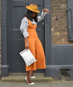Yassss with this gorgeous jumpsuit . Fashion Blogger Style, Fashion Stylist, Girl Fashion, Fashion Looks, Womens Fashion, Petite Fashion, Outfits With Hats, Chic Outfits, Fashion Outfits