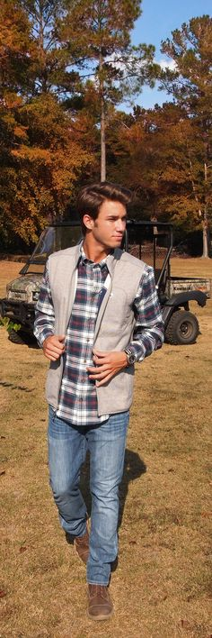 Jake hood takes on his fall adventures in the hawthorne flannel preppy fall outfits, preppy Fall Outfits For Teen Girls, Fall Outfits For Work, Casual Fall Outfits, Guy Outfits, Winter Look Mens, Mens Fall, Kylie, Mens Flannel Shirt, Poses