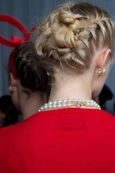 Pantene Global Stylist Ambassador, Sam McKnight shares his step-by-step guide to beautiful braids, as seen on the runway at the Moschino Image: Getty Bridal Hairstyles With Braids, Holiday Hairstyles, Pretty Hairstyles, Girl Hairstyles, Braided Hairstyles, Wedding Hairstyles, Style Hairstyle, Pantene Pro V, Braided Updo