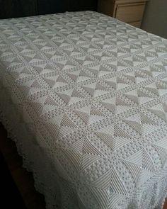 Best 12 Vintage Crochet Queen/King Bedspread off white for sale Fiveseasons Madeforyou Kimberley on fb Crochet Bedspread Pattern, Crochet Pillow, Crochet Blanket Patterns, Baby Blanket Crochet, Afghan Crochet, Crochet Tablecloth, Crochet Doilies, Thread Crochet, Diy Crafts Vintage
