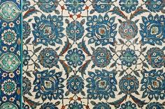 Rüstem Paşa - İznik tiles by © Sam.Seyffert, via Flickr Ceramic Pottery, Ceramic Art, Istanbul, Islamic Tiles, Ottoman, Antique Tiles, Turkish Tiles, Decorative Tile, Tile Patterns