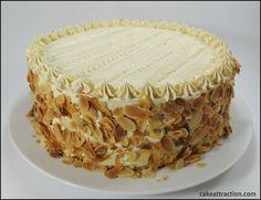 Una tarta de Moka muy especial. Un bizcocho muy esponjoso con una crema suave con un ligero toque de café.