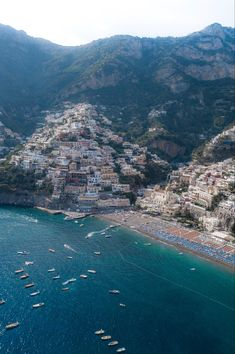 Read our ultimate travel guide to Positano on the Amalfi coast, Italy. And start planning your trip!