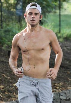 Garret Clayton, súper guapo y sexy.  #ManOhMan