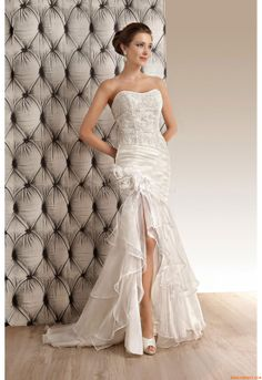 Lovely dress, a little bit of leg easy to dance in, great for your wedding day from OreaSposa L658 2014
