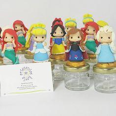 Princesas Disney Facebook @artkarla21⭐ #art #hechoamano #porcelanafría #masaflexible #ceramicaalfrio #polymerclay #coldporcelain #cumpleaños #party #fiesta #babyshower #nacimiento #recuerdo #decoracion #topper #niña #disneyworld #disney #blancanievesparty #blancanieves #cenita #sirenita #elsa #princesa #princess #lima #peru