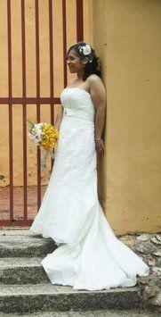 Beautiful Christina Wu bride. #happilyeverafter #realbride #christinawu #wedding #weddinggown