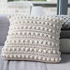 Artículos similares a Bobble pillow Natural en Etsy Knitting For BeginnersCrochet For BeginnersCrochet PatronesCrochet Baby Diy Crochet Pillow, Crochet Cushion Cover, Crochet Pillow Pattern, Knit Pillow, Crochet Cushions, Crochet Quilt, Wool Pillows, Knit Or Crochet, Crochet Motif
