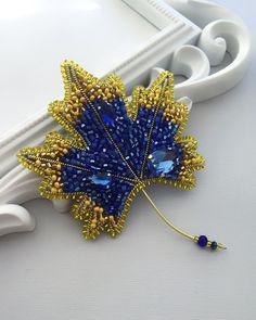 481 отметок «Нравится», 8 комментариев — Броши.Oksana Felbel (@takealook_ua) в Instagram: «Ну что же, друзья!⠀ С сегодняшнего дня мы на карантине.⠀ ⠀ Все торговые центры закрыты на…» Bead Embroidery Jewelry, Ribbon Embroidery, Embroidery Stitches, Beaded Jewelry, Beaded Brooch, Crochet Earrings, Hand Work Design, Stone Art, Bead Art