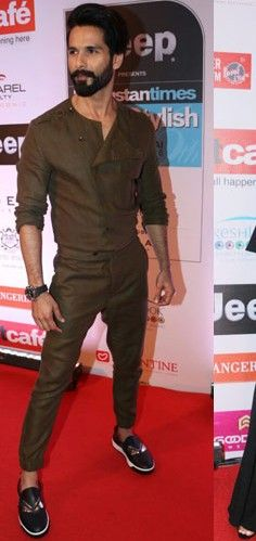 Pinner wrote: Yay or Nay? Shahid Kapoors outfit at the HT most stylish awards last night Suit Fashion, Mens Fashion, Fashion Outfits, Fashion Trends, Indian Men Fashion, African Fashion, Boys Kurta Design, Wedding Dress Men, Wedding Wear
