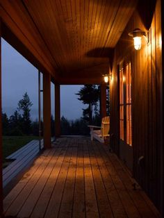 San Juan Islands, traditional exterior by Bosworth Hoedemaker Country Porches, Cabin Porches, Vancouver, Exterior Tradicional, Beach House Tour, Contemporary Cabin, Secluded Cabin, Ipe Wood, Town And Country