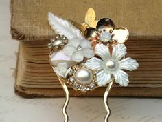 White Hair Comb Vintage Wedding Collage Hair Comb, Maid Of Honor, Bridesmaids Gifts. Bridal Hair, shabby chic - Vintage collection