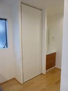 収納 ロールスクリーン Tall Cabinet Storage, My House, Divider, Room, Furniture, Home Decor, Desk, Bedroom, Rooms