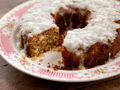 Trisha Yearwood's Coconut Cake with Coconut Lemon Glaze - has a box of crushed Nilla Waffers instead of flour, what!?!