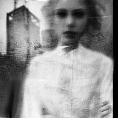 Surreal photography by Antonio Palmerini. Blur Photography, Surrealism Photography, Abstract Photography, Portrait Photography, Levitation Photography, Experimental Photography, Artistic Photography, Poesia Visual, The Dark Side