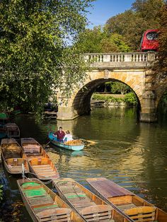 Boating on the River Cherwell, Oxford | by Bobrad The River Thames flows along the west side of the city of Oxford and the smaller River Cherwell along the east side, meeting on the south side. This provides plenty of opportunities for boating, much of which is human powered.