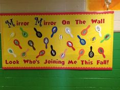 Back to School Bulletin Board Ideas to welcome the kids to a brand new year with loads of fun and excitement. These Welcome Back bulletin board are so great September Bulletin Boards, Welcome Bulletin Boards, Kindergarten Bulletin Boards, Back To School Bulletin Boards, Classroom Bulletin Boards, Preschool Classroom, In Kindergarten, Preschool Activities, Classroom Ideas