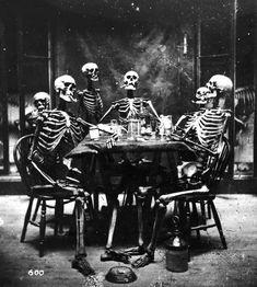 Six squelettes fumant autour d'une table, vers 1865.