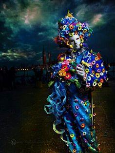Sol Venice Carnival Costumes, Venetian Carnival Masks, Carnival Of Venice, Venetian Masquerade, Venice Carnivale, Venice Mask, Clowns, Mardi Gras, Costume Carnaval