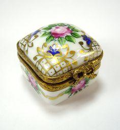 Vintage Fleur di Lis Limoges Porcelain Pill Box, Peint Main signed AP, Trinket, Snuff
