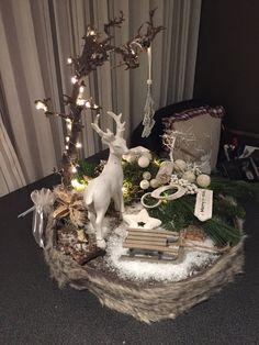 arrangement slice deco arrangement - Quick, Easy, Cheap and Free DIY Crafts Christmas Ornament Wreath, Easy Christmas Decorations, Globe Ornament, Easy Christmas Crafts, Simple Christmas, Christmas Time, Xmas, Deco Noel Nature, Diy And Crafts