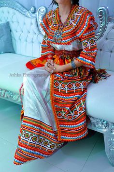 Robe kabyle Arab Wedding, Wedding Wear, Hijab Fashion, Fashion Outfits, Womens Fashion, Afghan Clothes, Top Wedding Dresses, African Culture, Traditional Dresses