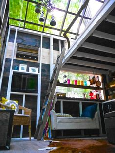 A Tiny House That's Big on Glass