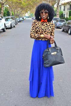 How thrilling!!! Improbable combination of flowers! I love a leopard and caustically dark blue! my favourite!