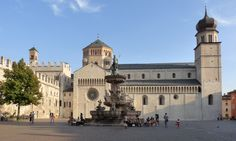 Trento, cattedrale di San Vigilio e fontana del Nettuno