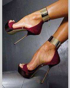 Sexy red heels www.JuntosLubricants.com