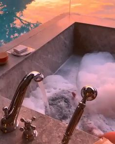 The most amazing sunset view from a cozy bathtub! Video by Click the image to try our free home design app. Keywords: vacation homes, home outdoor, unique home design ideas, bathroom Unique House Design, Home Design, Design Ideas, Rustic Design, Design Design, Bathroom Interior Design, Home Interior, Simple Interior, Interior Ideas