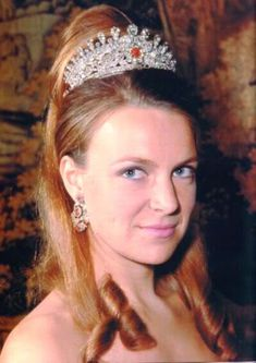 The most impressive tiaras GothaThe Princess Irene of the Netherlands while married to Prince Carlos Hugo of Bourbon-Parma and wearing a tiara of the princely family that was stolen years later Royal Crown Jewels, Royal Crowns, Royal Tiaras, Royal Jewelry, Tiaras And Crowns, Jewellery, Caroline Kennedy, Rose Kennedy, Lady Sarah Chatto