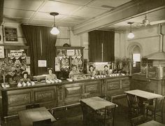 Newcastle Railway Station Refreshment Room in New Douth Wales in State Records of NSW. Old Pictures, Old Photos, Vintage Photos, Newcastle Town, My Town, Historical Photos, Room Interior, Australia, History