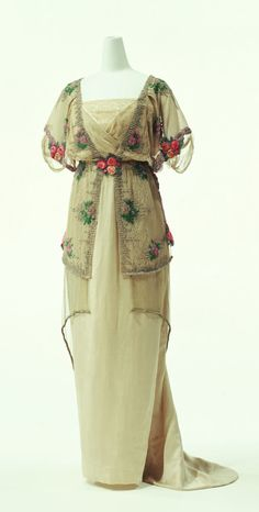 Evening Dress by Paul Poiret,1910-1911. Image © The Kyoto Costume Institute, photo by Takashi Hatakeyama