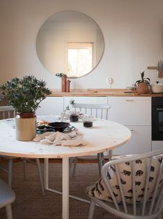 A round table that fits people. The table top in untreated pinewood is attached to… Swedish Design, Scandinavian Design, Kitchen Stories, Round Dining Table, Wood Shelves, First Home, Wood Design, House Design, Flooring