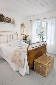 Beautiful Rustic Farmhouse Style Bedroom Design Ideas - Page 24 of 25 Farmhouse Bedroom Furniture, Farmhouse Style Bedrooms, French Country Bedrooms, French Country Farmhouse, Shabby Chic Bedrooms, Bedroom Vintage, Bedroom Decor, Rustic Farmhouse, Bathroom Furniture