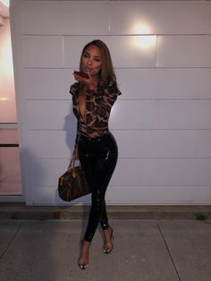 Trending Urban Party Outfits To Look Fantastic 💝 - Trending Urban Party Outfits To Look Fantastic – Trendy Fashion Ideas Source by chantikacasanova - Sexy Outfits, Dressy Outfits, Night Outfits, Stylish Outfits, Girl Outfits, Fashion Outfits, Party Outfits, Fashion Ideas, Miami Outfits