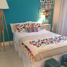 Boho Style Furniture And Home Decor Ideas – Vintage Decor - Sofa Styles Mexican Bedroom, Mexican Home Decor, Mexican Style Bedrooms, Bed Spreads, House Colors, Bed Sheets, Diy Home Decor, Bedroom Decor, Interior Design
