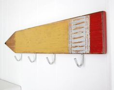 Pencil Wall Hook - If you're looking for a cute way to organize your home in a totally child-friendly way, then you should check out the Pencil Wall Hook. Pallet Art, Pallet Signs, Wood Signs, Diy Wood Projects, Wood Crafts, Giant Pencil, How To Make Signs, School Auction, Coat Hooks