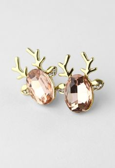 I want these so bad! Maybe I will wear these deer hunting-is that wrong? Deer Beads Earrings ♥ #reindeer #Christmas