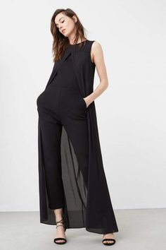 Mango Overall Jumpsuit cape /black outfit Hijab Fashion, Fashion Dresses, Look Boho, Long Jumpsuits, Jumpsuits For Women Formal, Black Dressy Jumpsuits, Mode Outfits, Overall, Mode Style