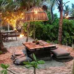 Dusk drinks in paradise Outdoor Restaurant, Cafe Restaurant, Restaurant Design, Tulum, Surf Shack, Beach Shack, Cafe Interior Design, Cafe Design, Outdoor Spaces